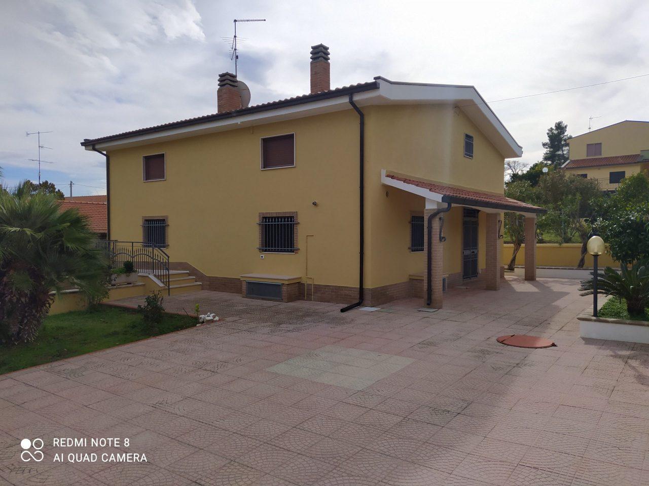 Villa con giardino. San Giacomo